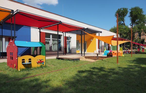Intézménykertek, Közösségi kertek